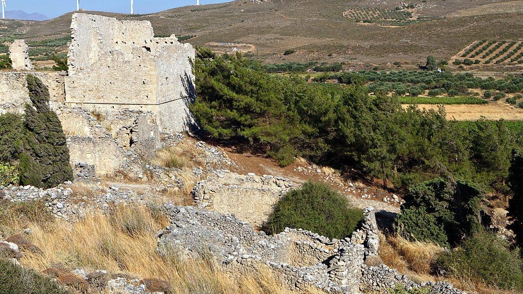 voila-medieval-settlement-at-crete-island